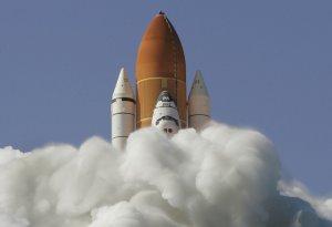 Старт Шаттла в космическом центре Кеннеди на мыск Канаверал. 31 мая 2008 год. Eliot J. Schechter /Getty Images