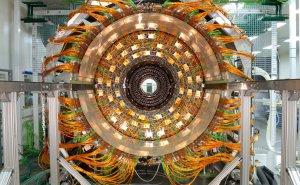 Большой адронный коллайдер должны были запустить в конце 2008 года, но из-за трудностей с электричеством запуск перенесён на 2009 год. Maximilien Brice, © CERN