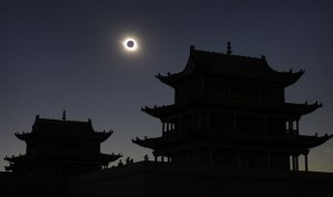 Солнечное затмение. Провинция Ганьсу, Китай. 1 августа 2008 год. REUTERS/David Gray