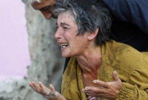 Неизвестная грузинская женщина плачет, узнав, что ее ребенок был убит в соседней деревне Гори, примерно в 80 км от Тбилиси. 11 августа 2008 год. REUTERS/Gleb Garanich