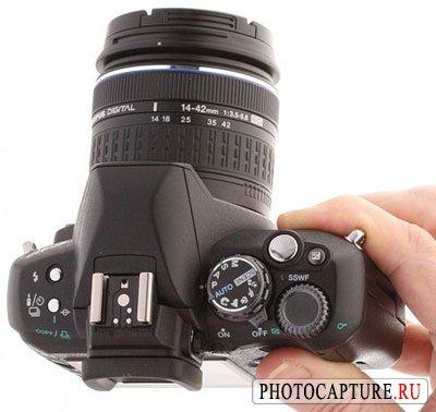 Цифровая зеркальная фотокамера Olympus E-410 (вид сверху)